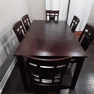 Immaculate 7 pcs Dining Set